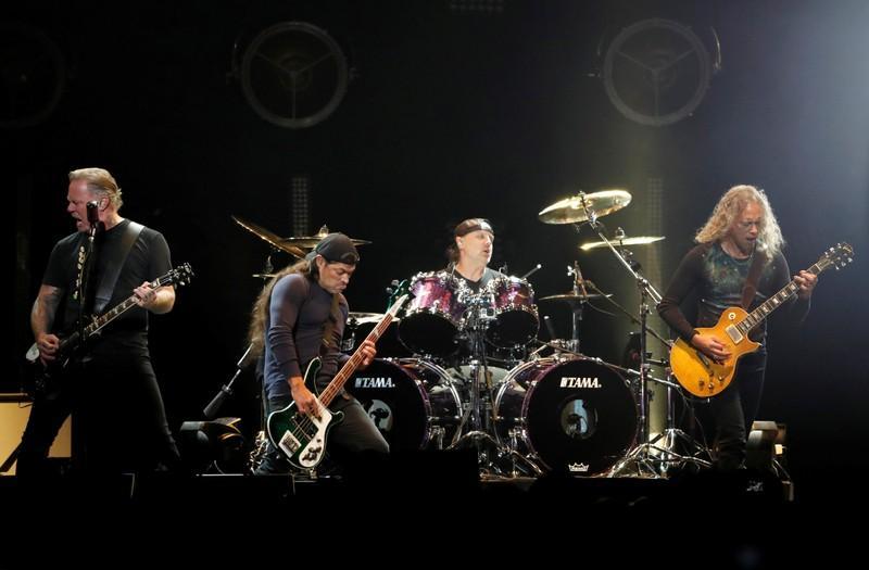 Resultado de imagen para Metallica dona 250.000 euros para hospital pediátrico rumano