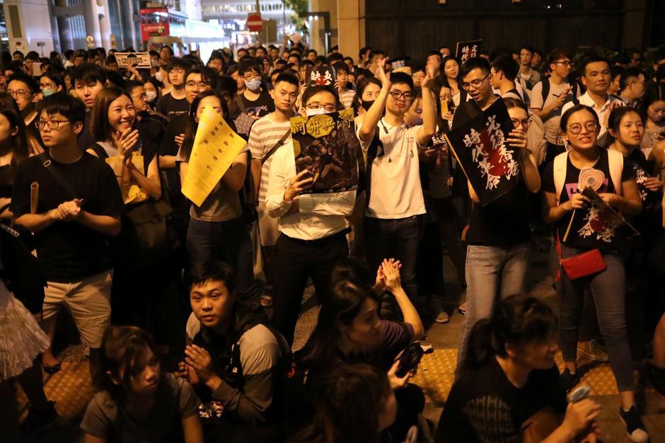 Its Not Just Demonstrators Saying >> Cathay Ceo Resigns Amid Hong Kong Protest Blowback As More Rallies