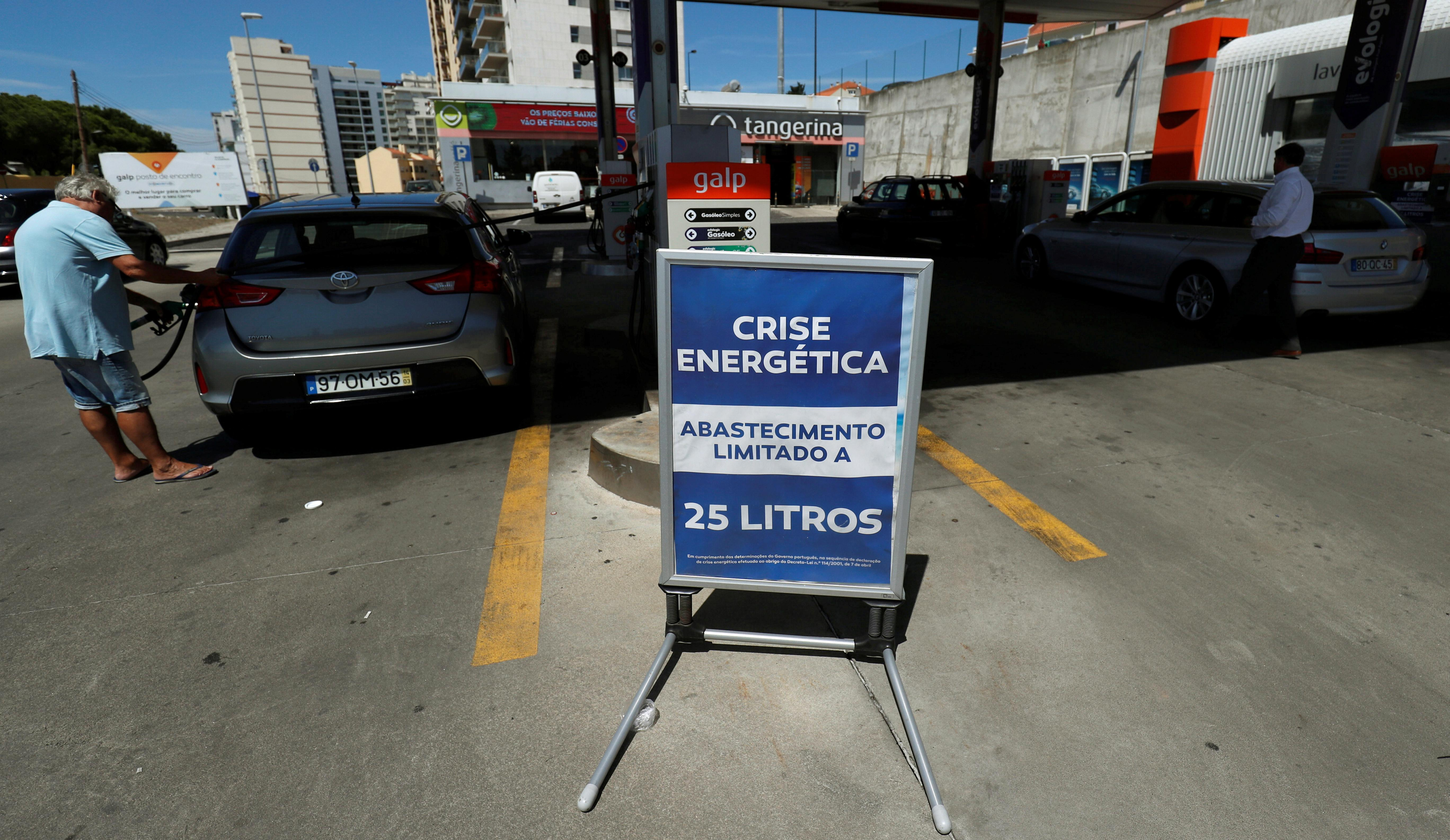 Portugal's fuel-tanker drivers back down, walkout continues