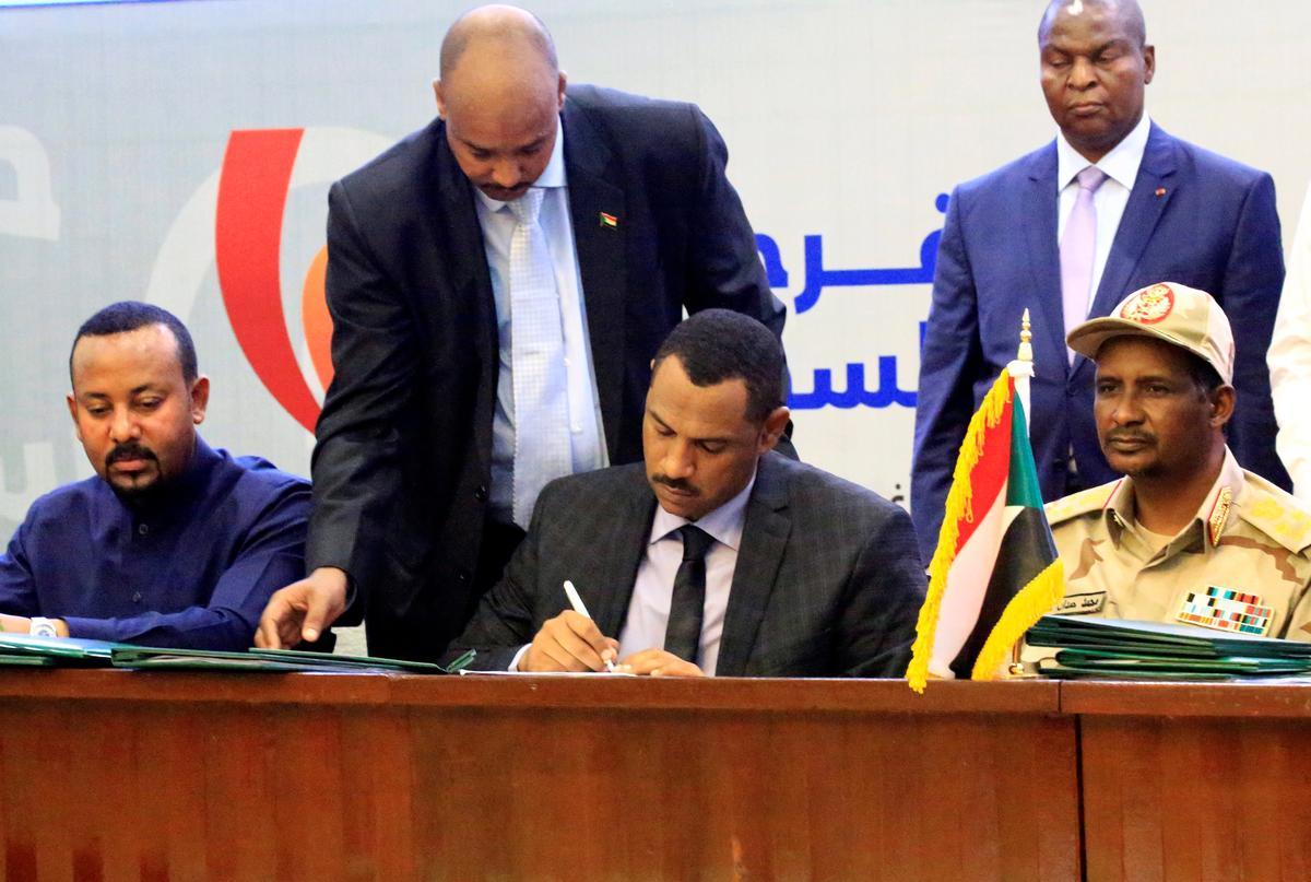 Soedanese leër en burgerlikes sluit 'n tussentydse ooreenkoms oor magsdeling aan