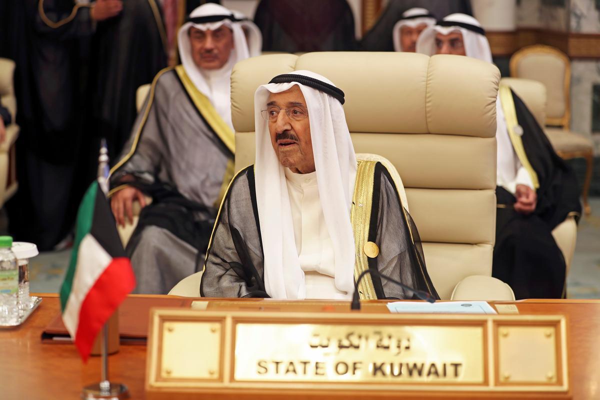 Die Emir van Koeweit het herstel ná die terugslaan in die gesondheid: nuusagentskap van die staat