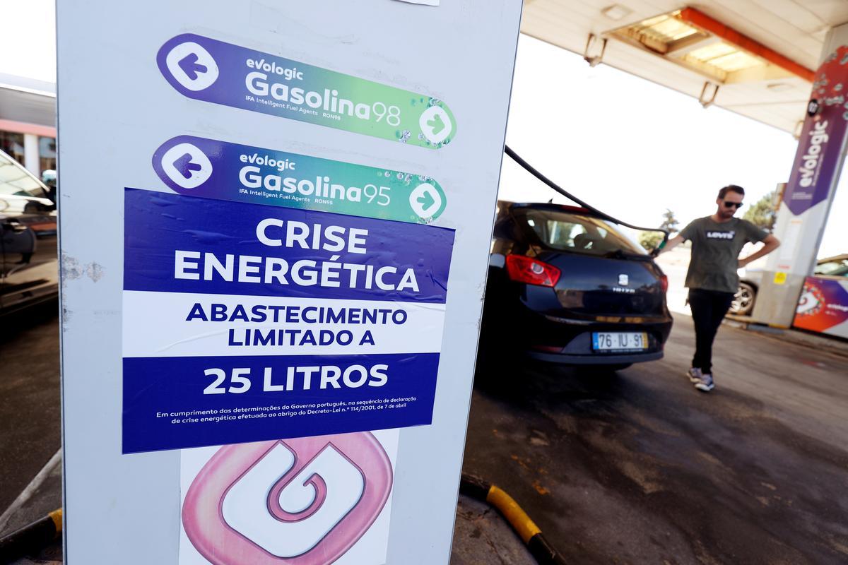 Portugal se brandstoftankbestuurders roep staking af om te onderhandel