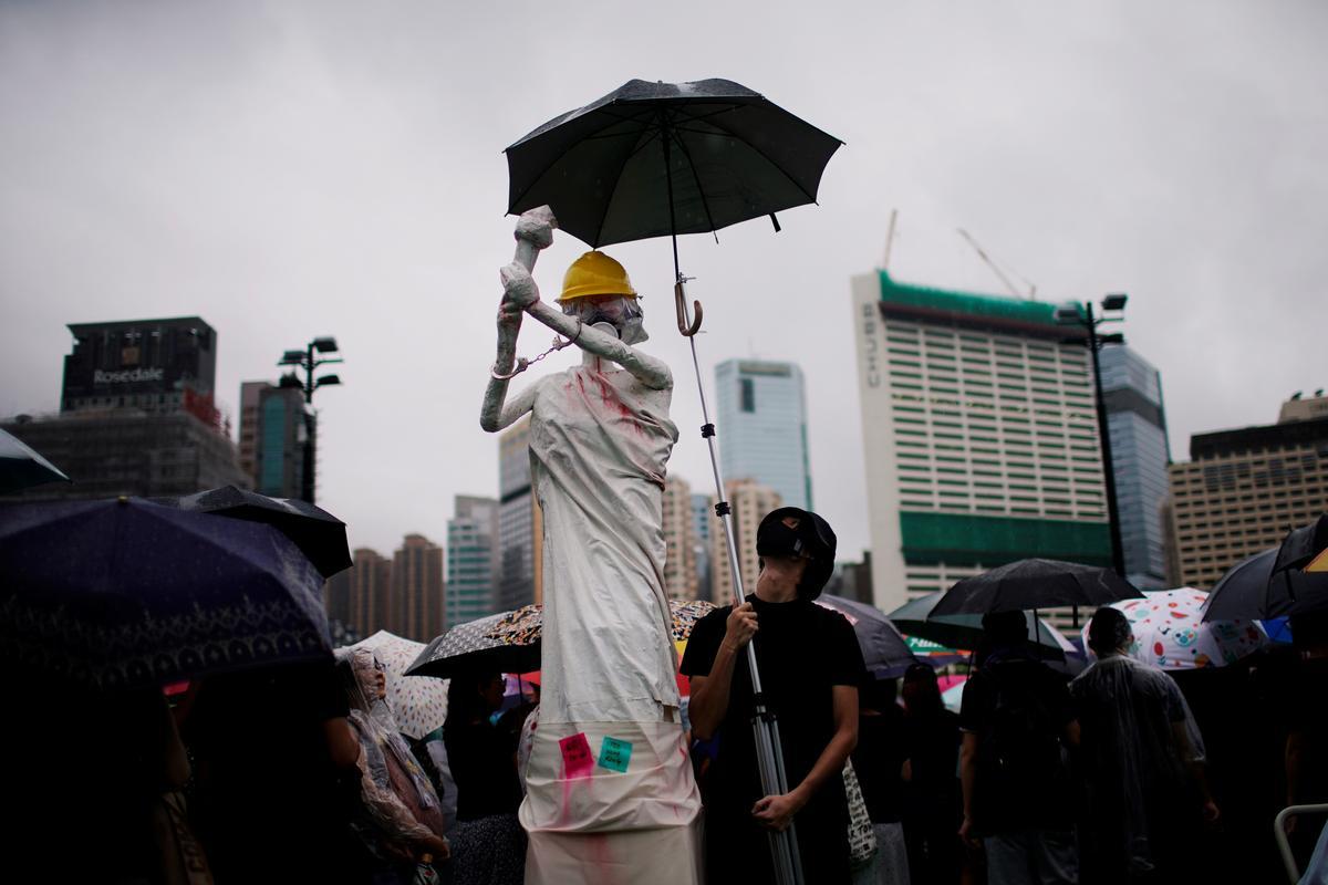 Hong Kong bied meer massaprotes na groot, vreedsame tydren