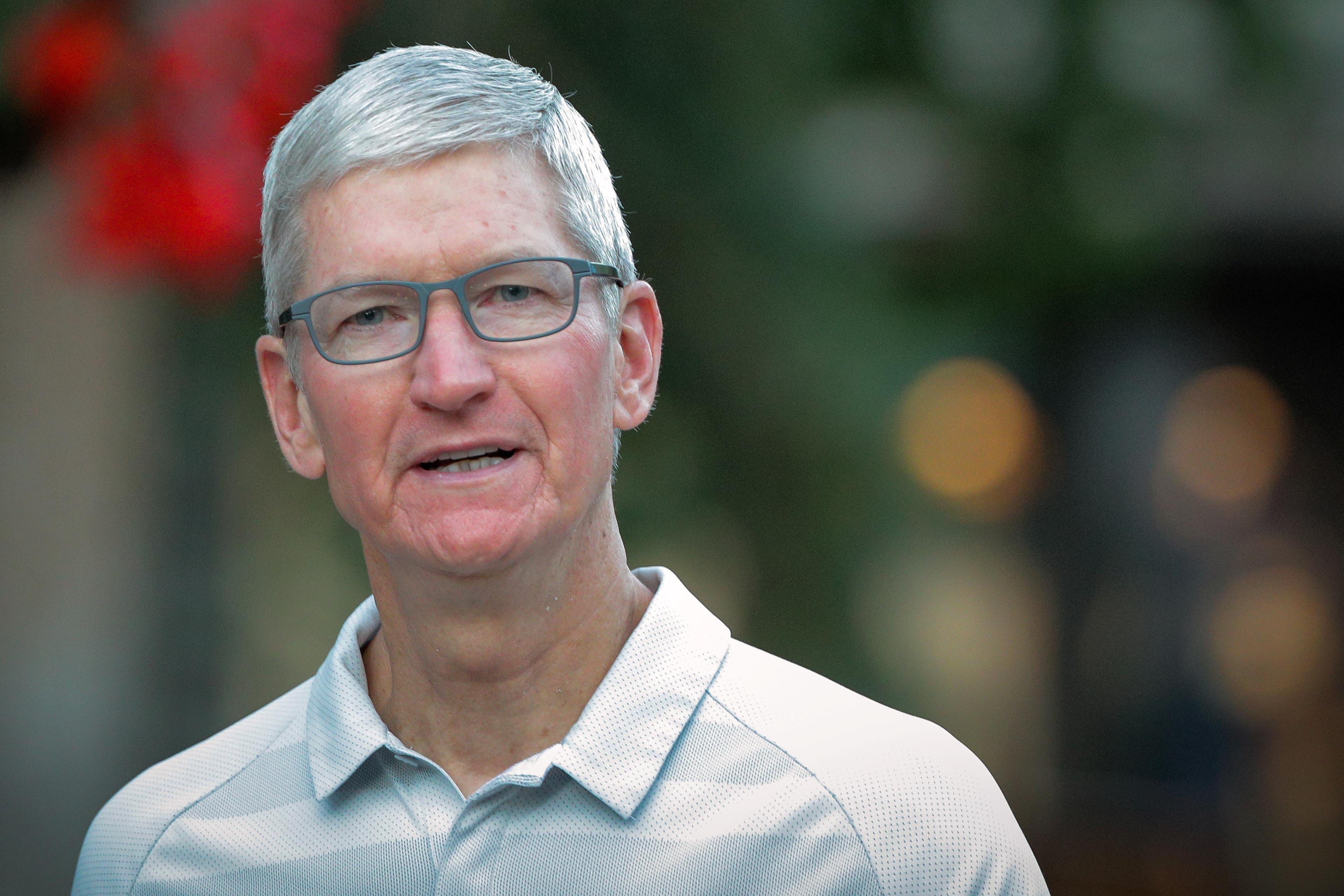 Apple CEO warns Trump about China tariffs, Samsung competition