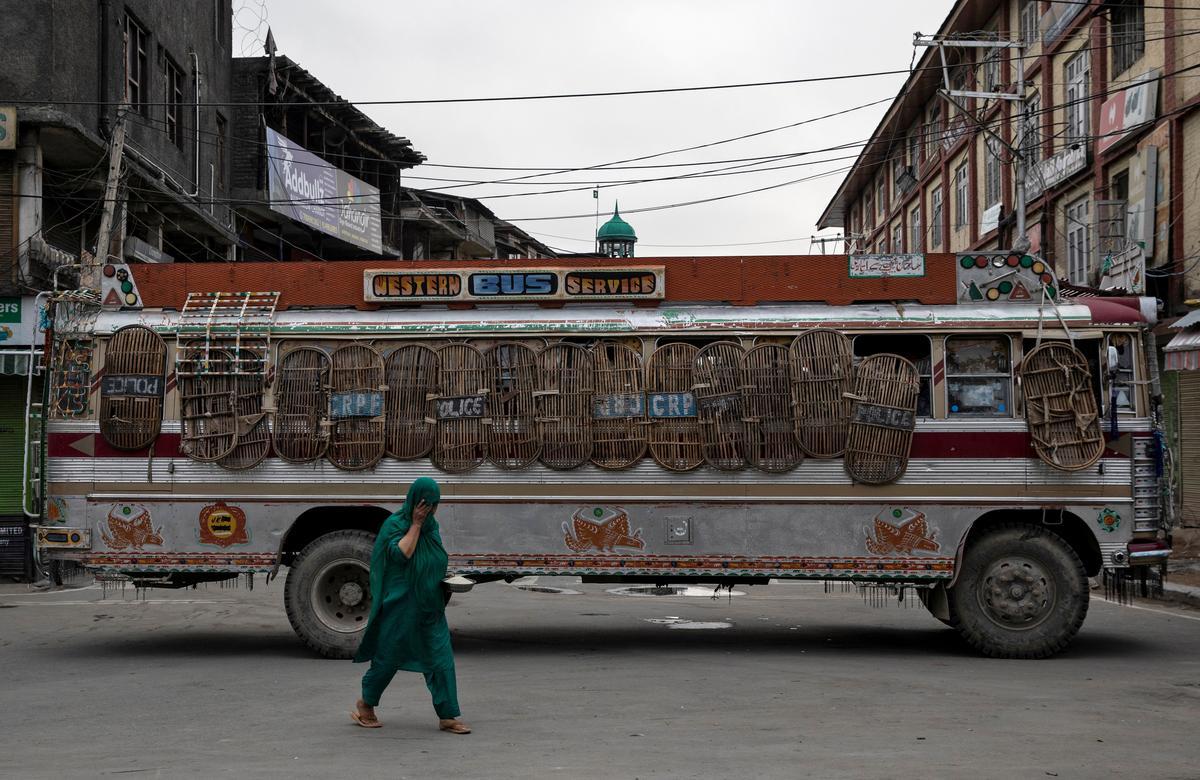 Skole het in Indiese Kasjmir verlate geraak namate ouers meer onrus vrees