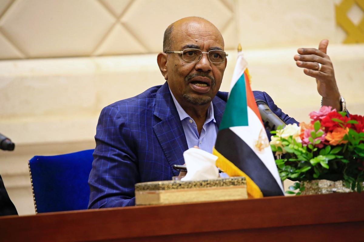 Bashir wat deur die Soedan verdryf is, het aan die ondersoekers gesê dat hy miljoene by Saoedi-Arabië gekry het: 'n getuie van die hof