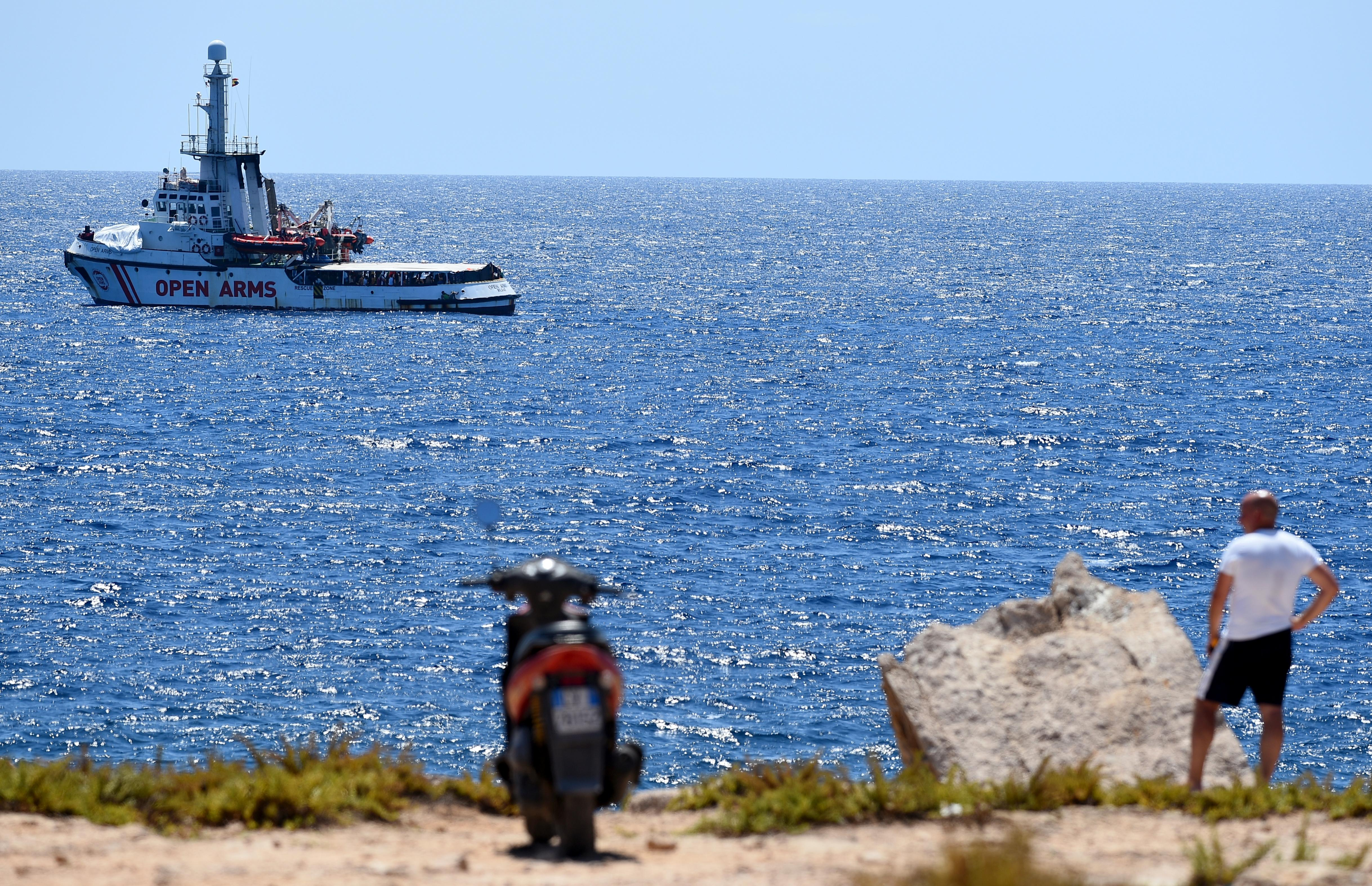 Open Arms suggests Italy take rescue ship migrants to Spain