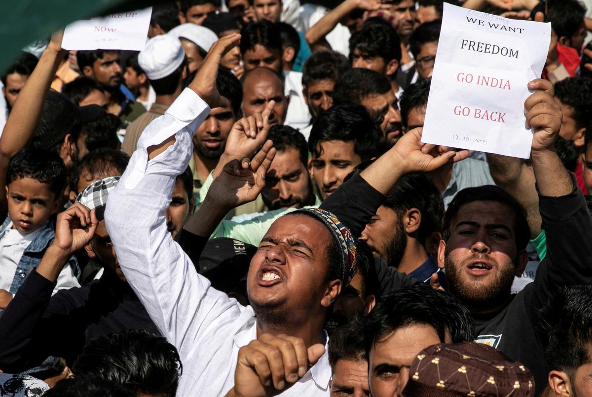 Beleërde Kashmiri-woonbuurt op grond van testamente met die Indi se Modi
