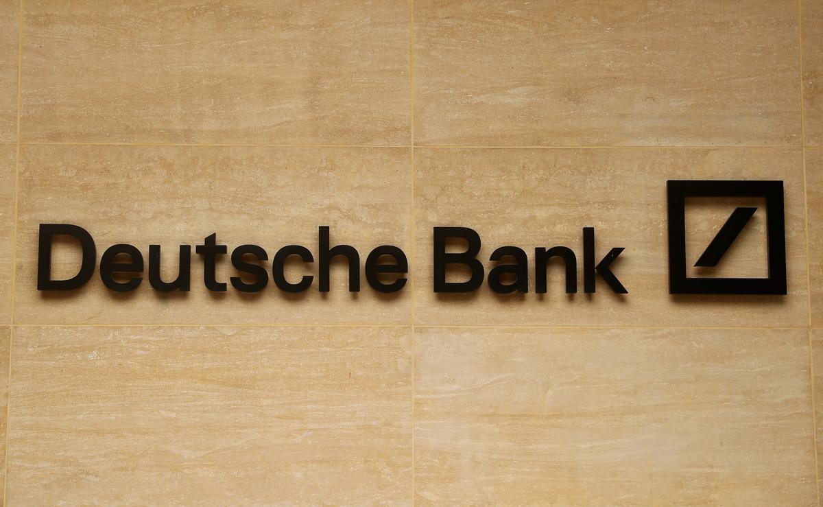 Die nederige Deutsche Bank staar 'n stryd in sy eie agterplaas