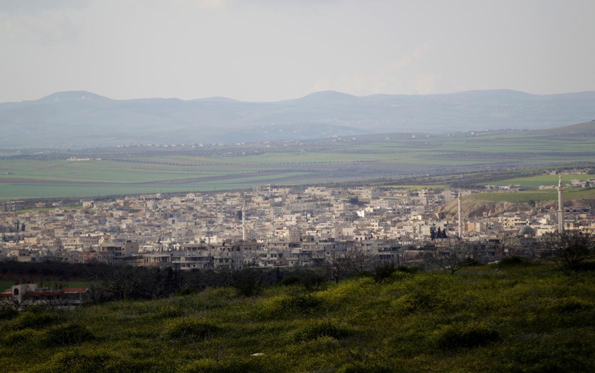 Die Siriese leër wil na die rebelle-onttrekkings die sleuteldorp inneem