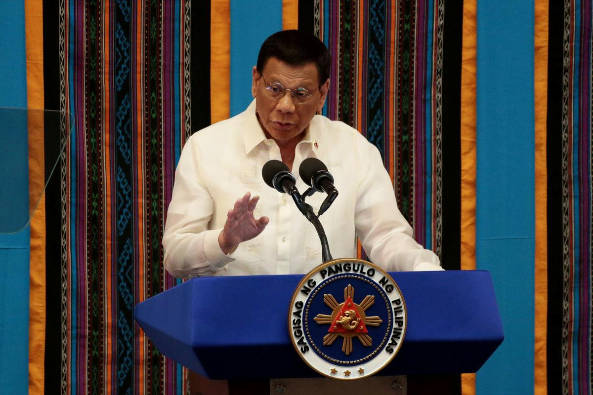 Duterte, Filippyne, waarsku vir 'onvriendelike' groet vir ongenooide oorlogskepe
