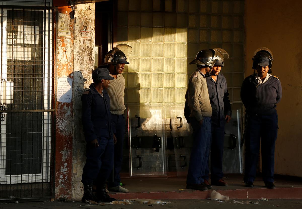 Politieke hervorming hoop in Zimbabwe, aangesien die polisie 'n protesoptog weerhou