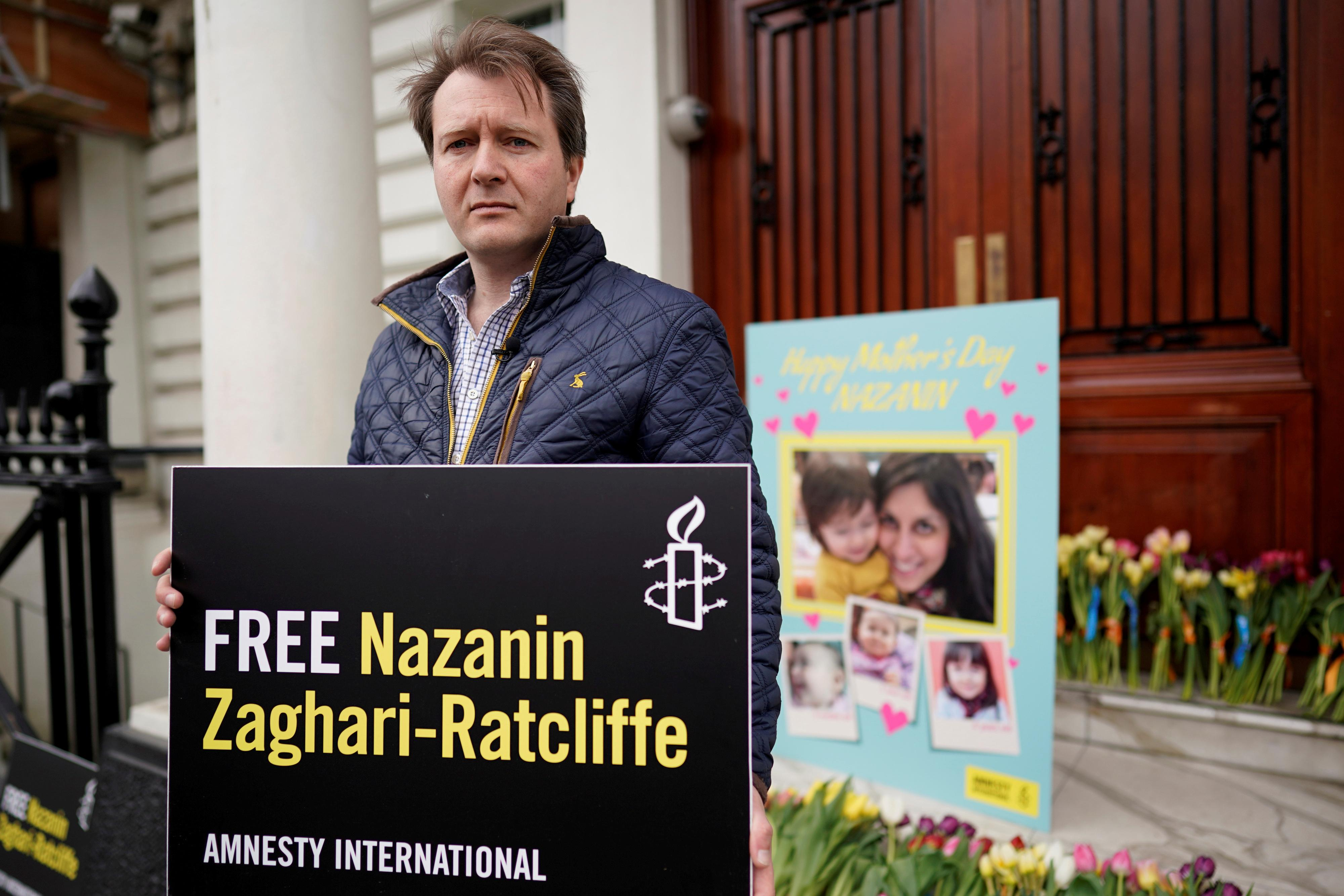 Iran curbs jailed British-Iranian aid worker's family contacts - BBC