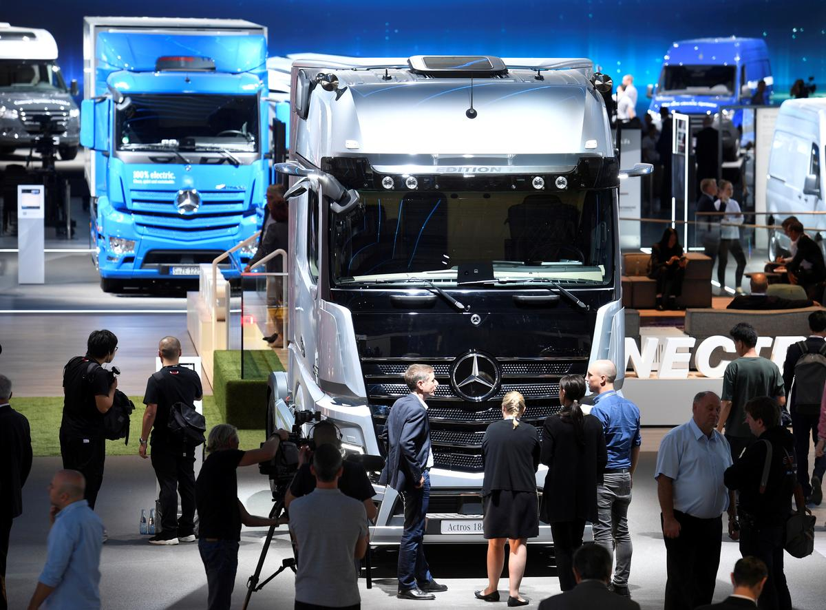 Exclusive: Daimler to make Mercedes Benz-branded heavy trucks in...