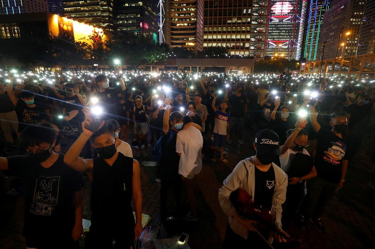 Banke vra 'n bestelling in Hongkong, want juweliers waarsku oor die modder van die beurs