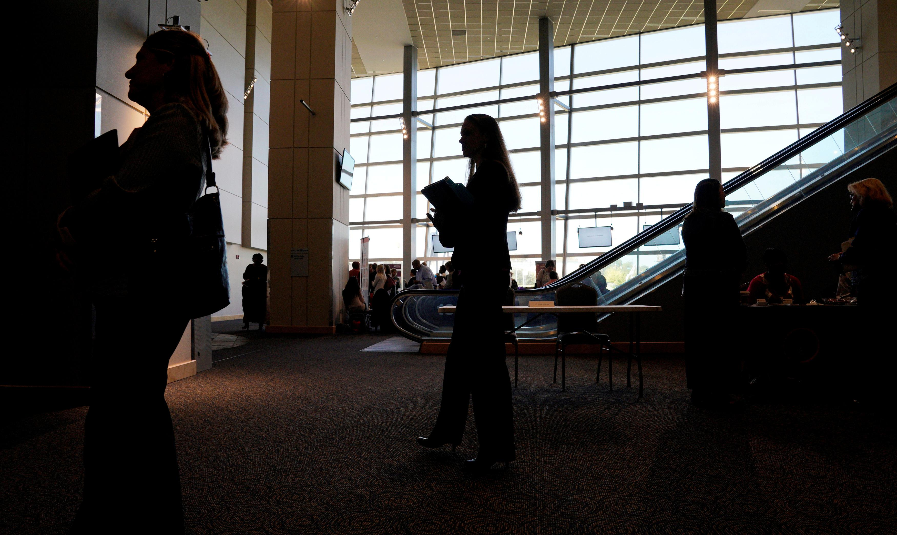 U.S. jobless claims fall in sign of labor market strength