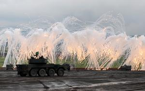 Japanese military shows firepower near Mount Fuji