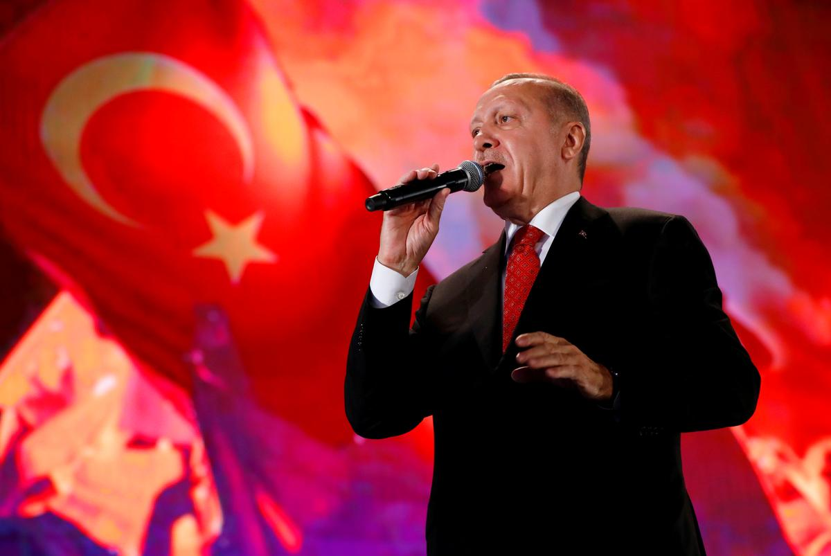 Erdogan sê vir Poetin dat Siriese aanstoot humanitêre krisis veroorsaak