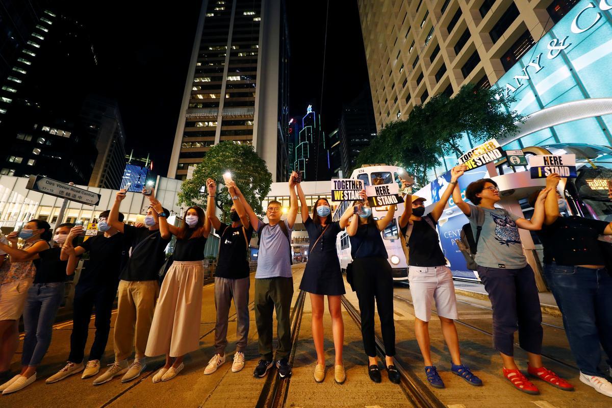 Verenigde Koninkryk waarsku China-reisigers van groter kontrole aan die grens van Hong Kong / vasteland