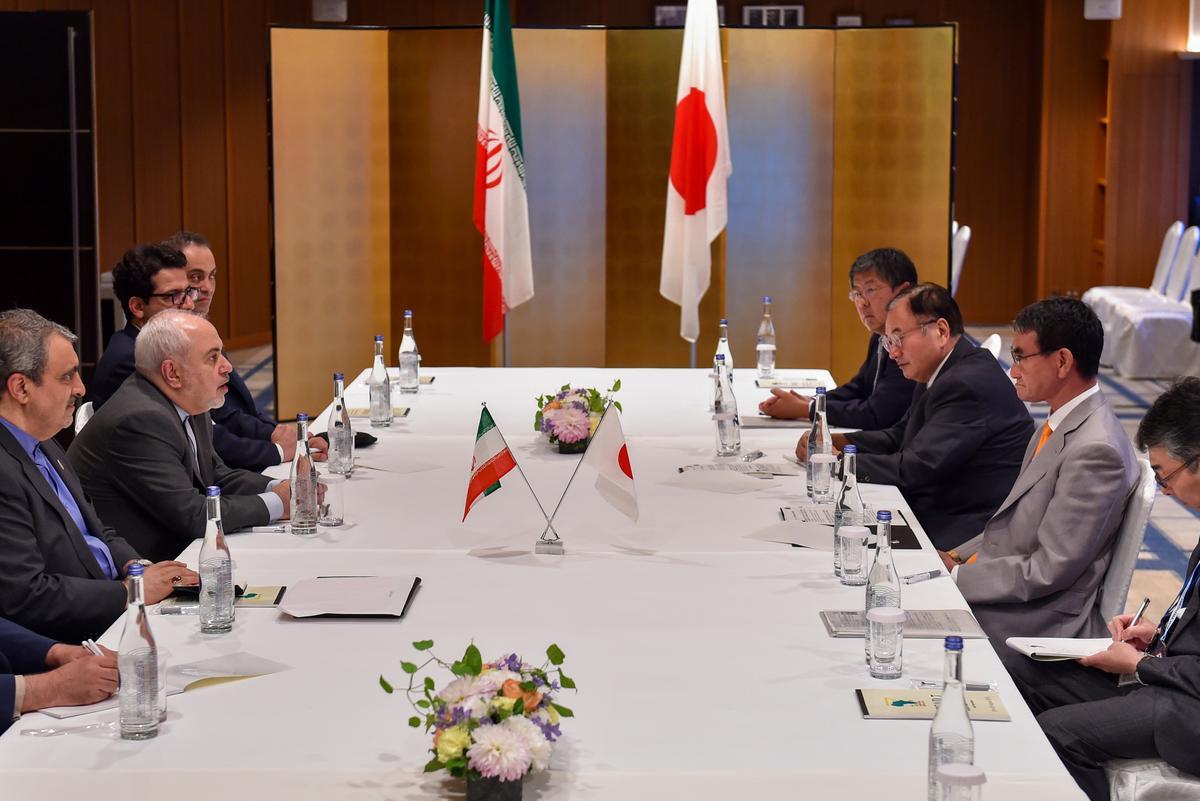 Die minister van Japan ontmoet Iran se eweknie en dring daarop aan dat Iran die kerntransaksie nakom