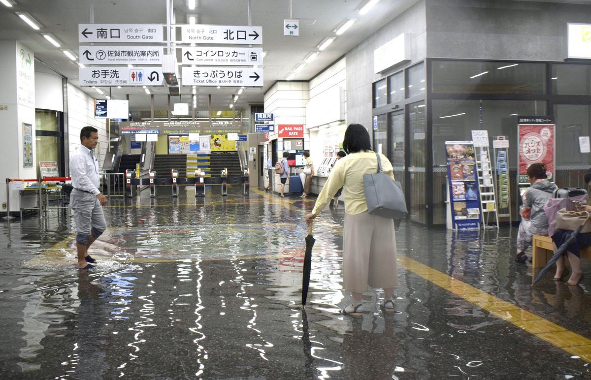 Japan gee noodwaarskuwing na lewensgevaarlike reën in die suide