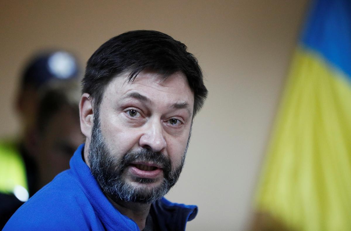 Ukraine frees jailed Russian journalist amid prisoner swap talks