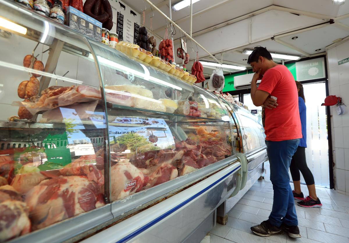 Steak-crazy Argentines keep buying beef even after peso crash inflates prices