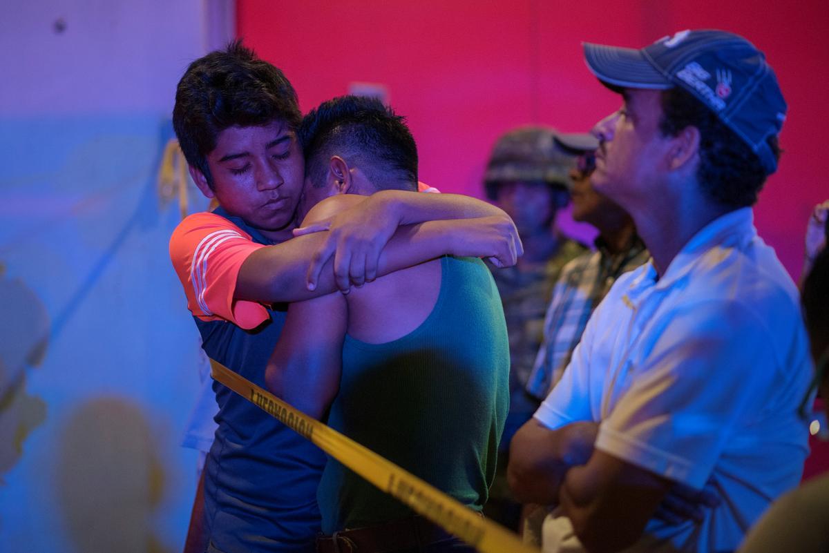 Minstens 25 is dood in 'n 'afskuwelike' brandstigtingaanval op bar in Mexiko
