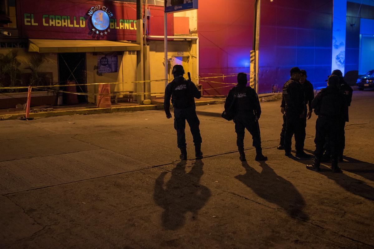 Minstens 26 gedood in 'n 'afskuwelike' brandstigtingaanval op bar in Mexiko