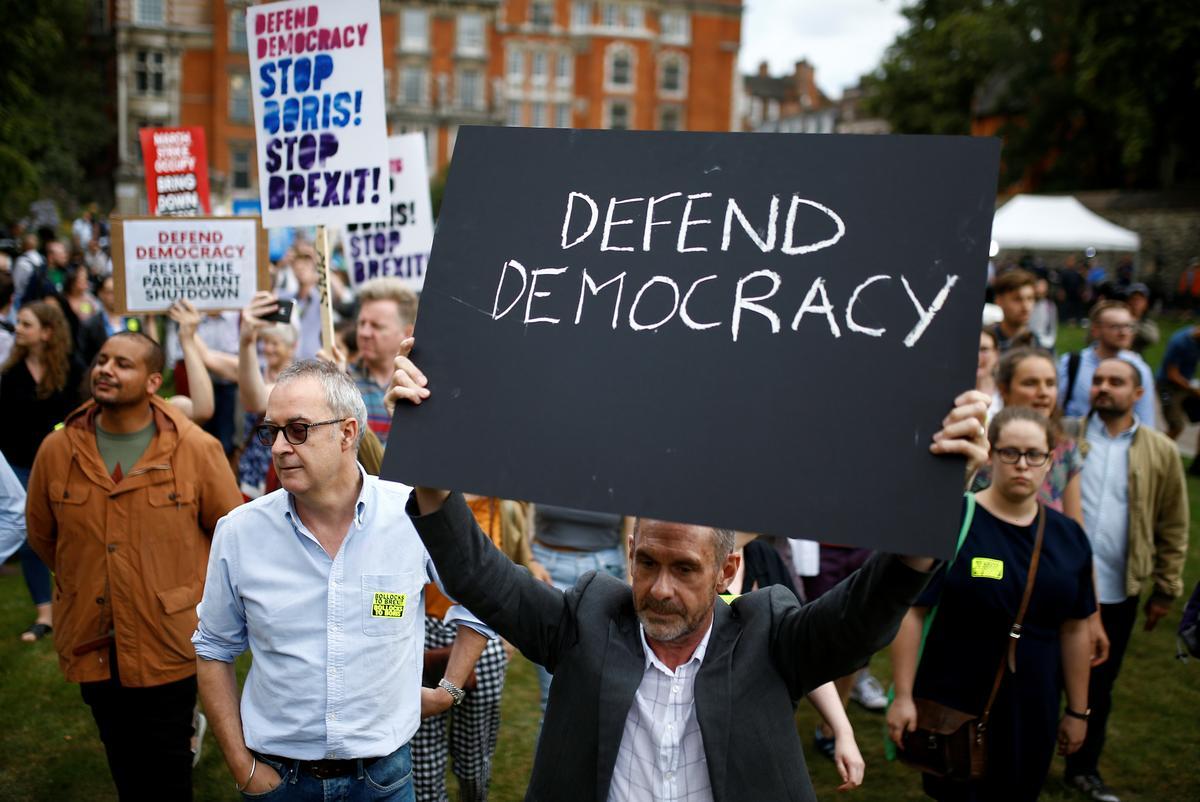 Britse premier onthul die parlement voor Brexit, opposisie veroordeel 'staatsgreep'