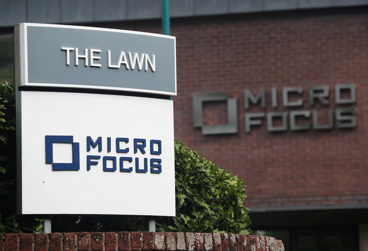 Micro Focus-aandele tuimel 34% na omsetwaarskuwing