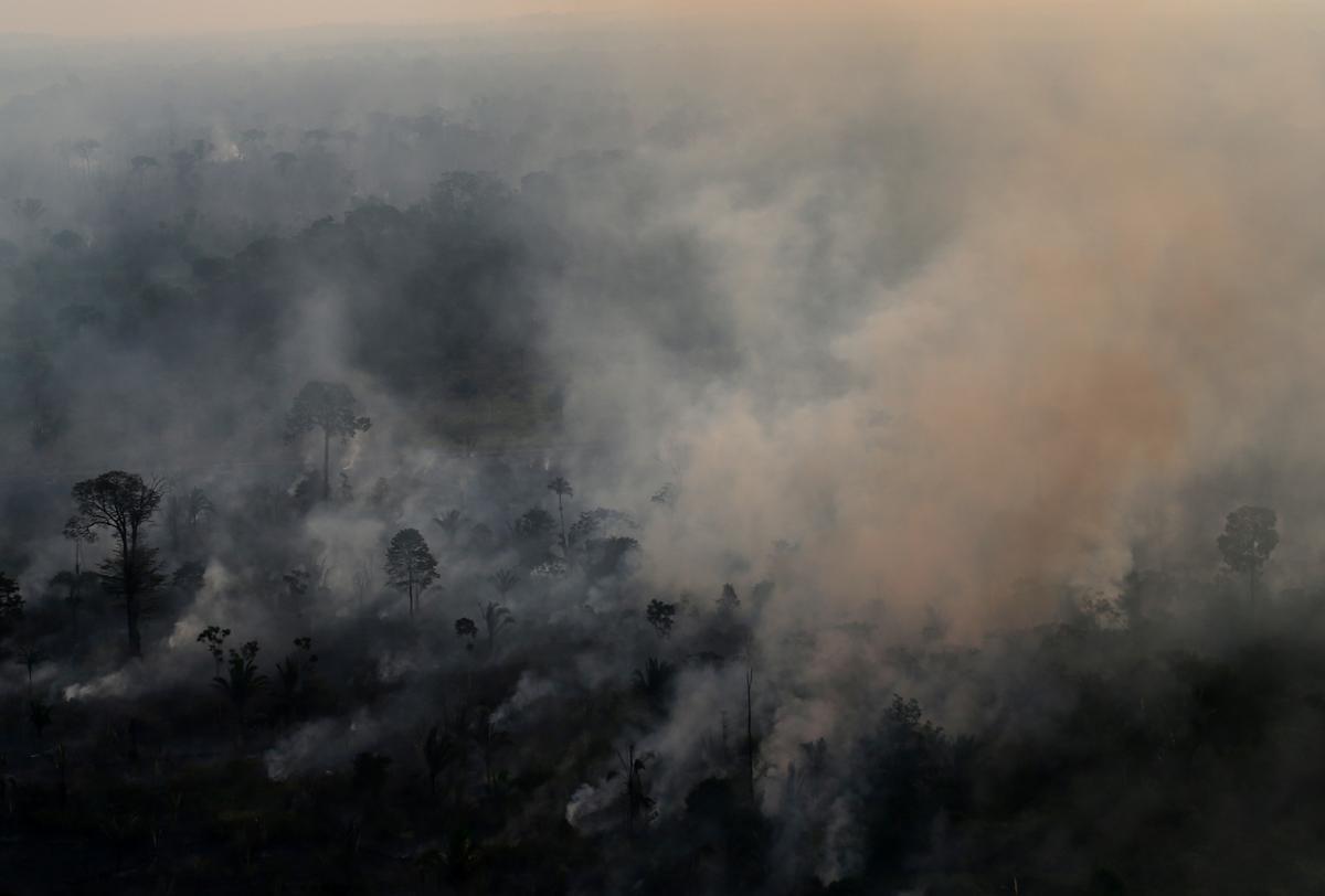 Die Brasiliaanse Bolsonaro wag op nuus oor Amerikaanse hulp vir Amazon