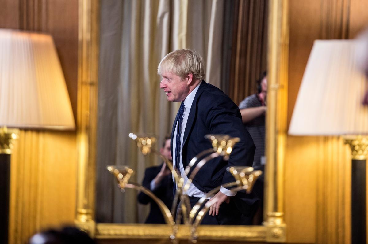 Die Britse Johnson belowe 'n hupstoot van 14 miljard pond vir skole