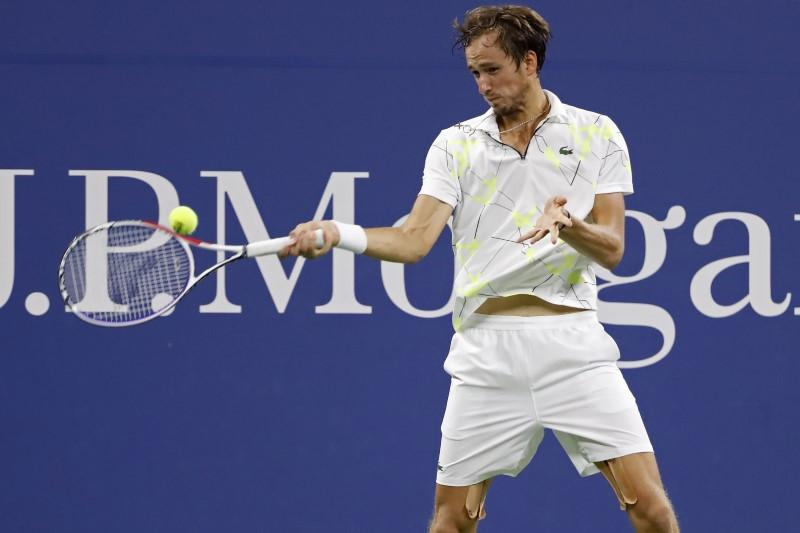 Medvedev embraces boos to reach last 16 at U.S. Open