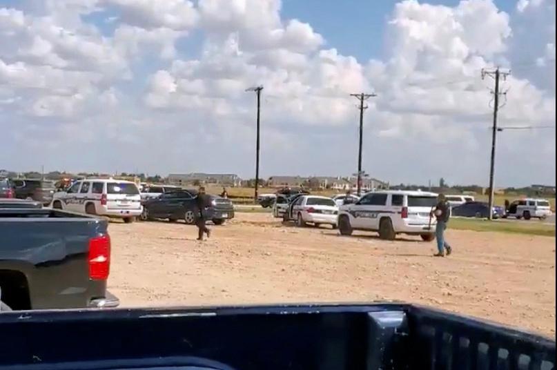 Cinq personnes tuées, dont un homme armé, 21 blessées dans une fusillade dans l'ouest du Texas