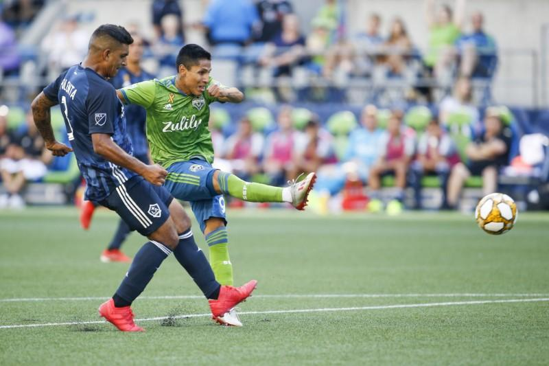 Roldan's late goal gives Sounders wild win over Galaxy