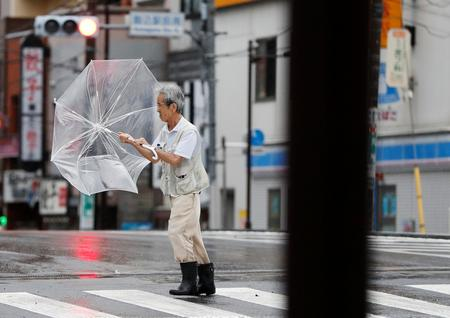 Strong typhoon winds lash Tokyo area, causing transport chaos