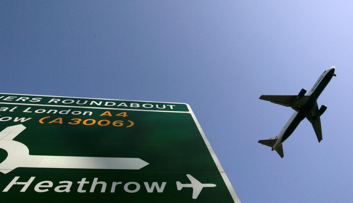 Die lughawe Heathrow sê dit is bedoel om oop te bly tydens drone-ontwrigting