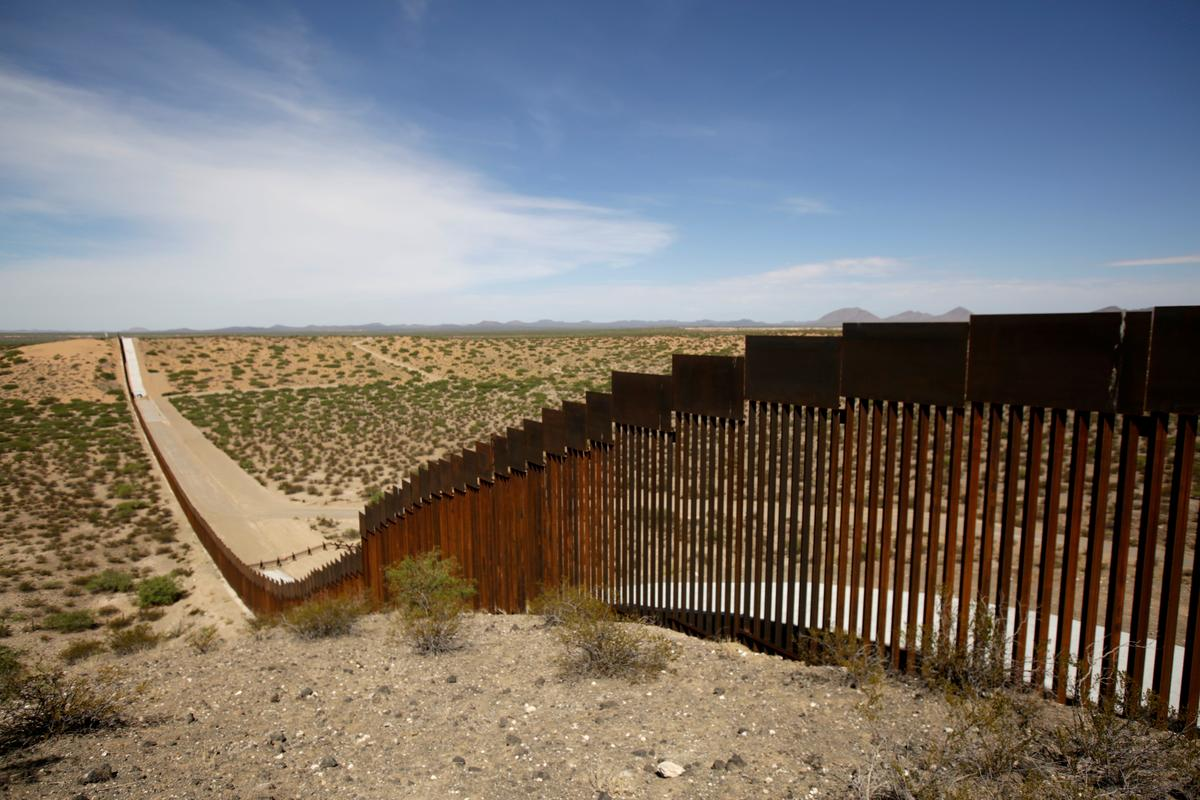 Lawmakers renew fights over Trump's border wall, abortion