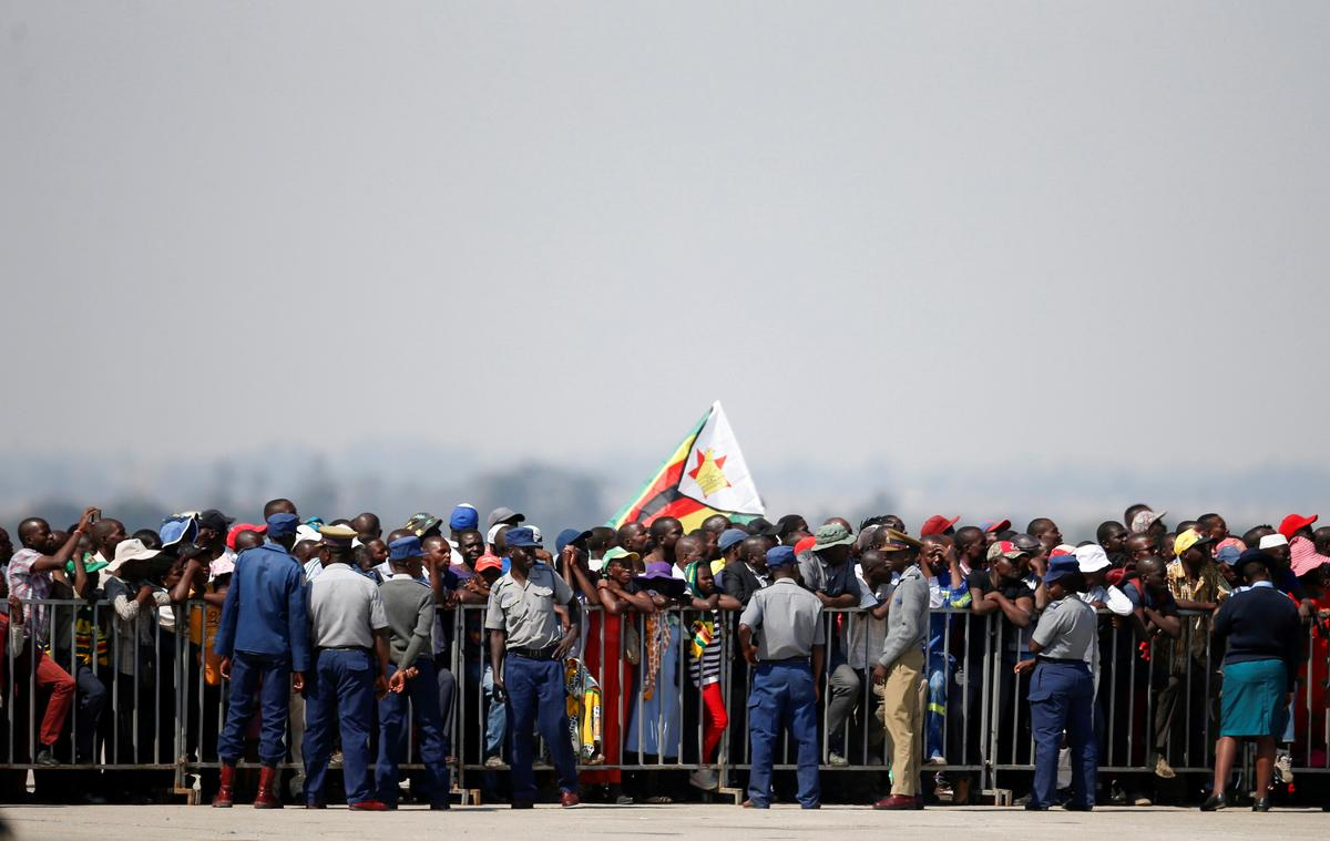 Mugabe se lyk is na Zimbabwe huis toe gebring, 'n begraafplaas steeds 'n raaisel