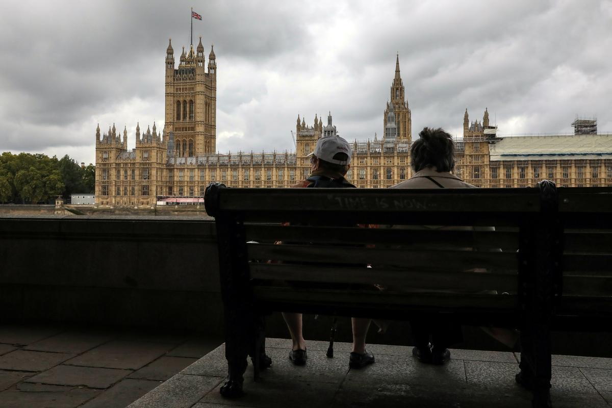 Britse parlement is geskors hangende die uitspraak van die Hooggeregshof: regeringsamptenaar