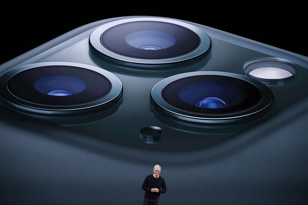 Apple's new iPhones shift smartphone camera battleground to AI