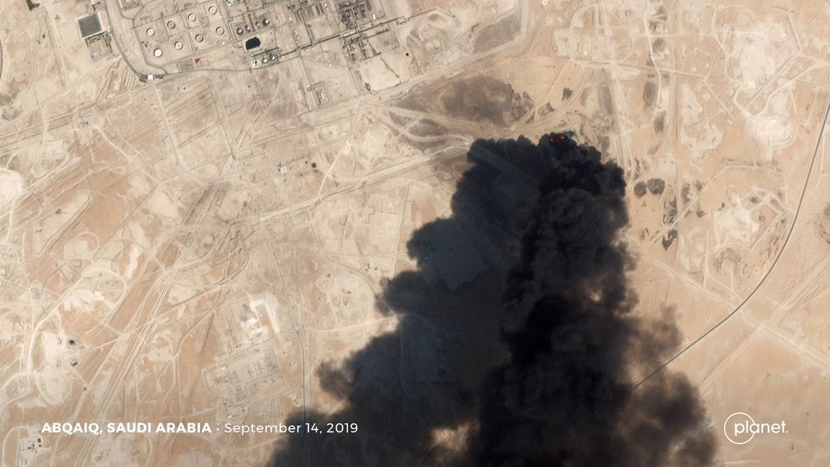 Amerikaanse skuld Iran vir Saoedi-olie-aanval, Trump sê 'toegesluit en gelaai'
