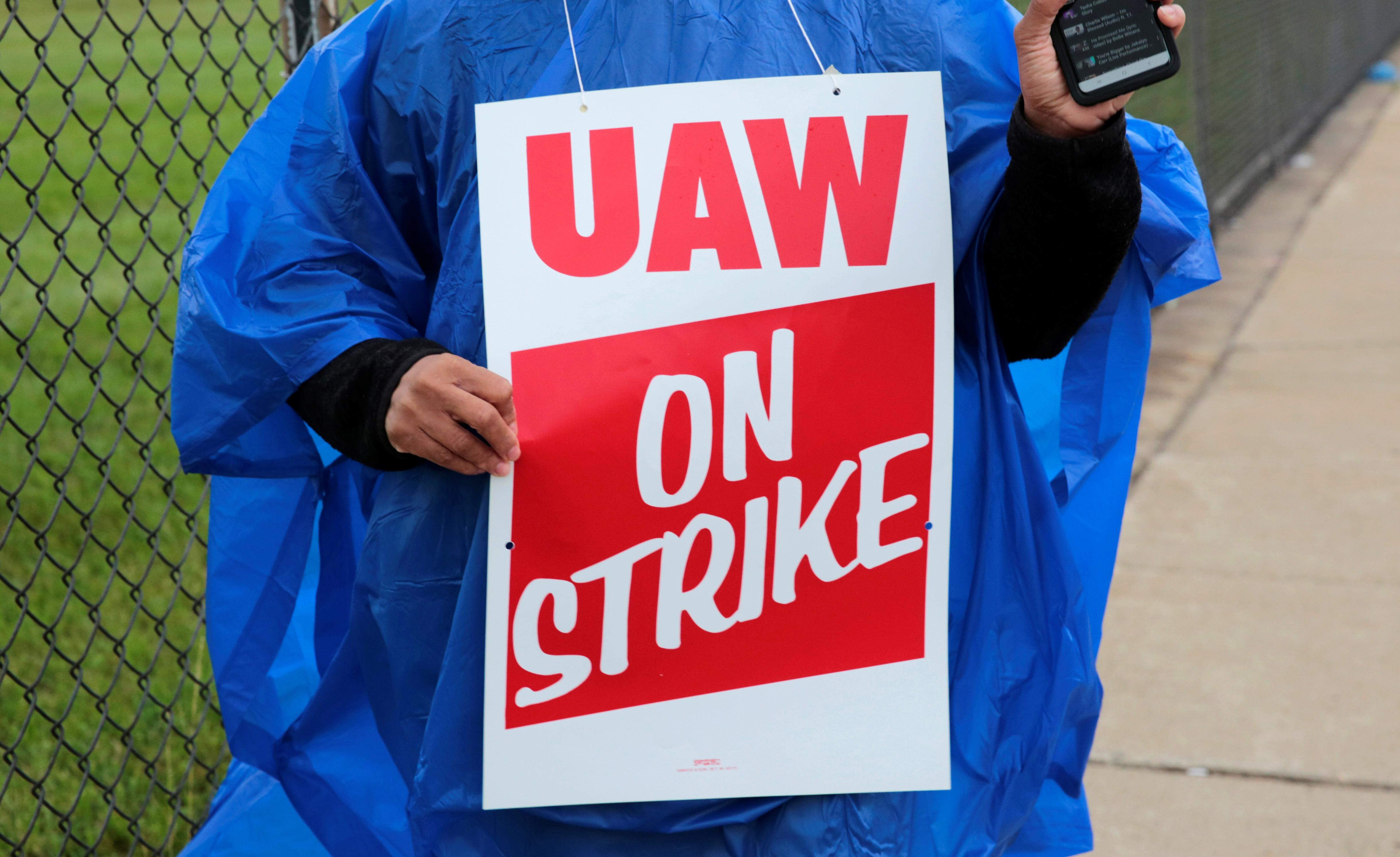 UAW workers head for picket lines in first national strike against GM since '07