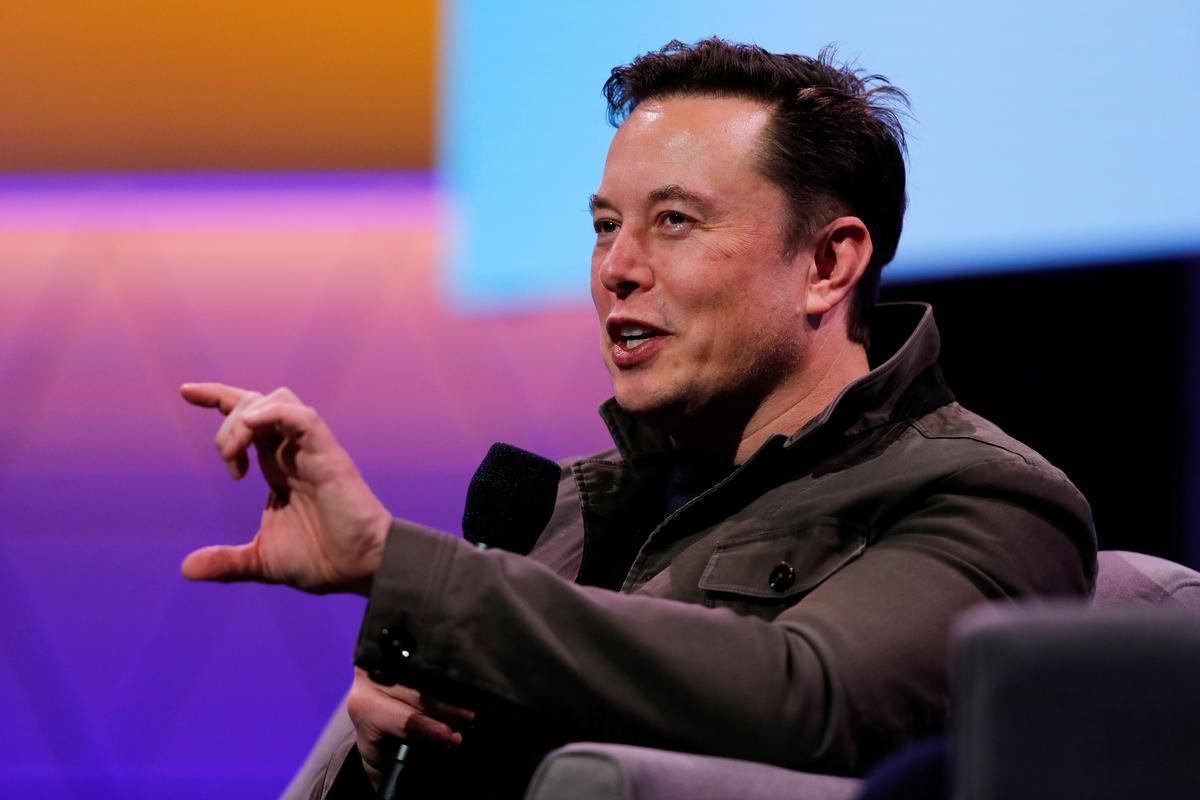 Elon Musk sê dat die 'pedo guy' -tweet nie daarop dui dat die Britse grotduiker 'n pedofiel is nie