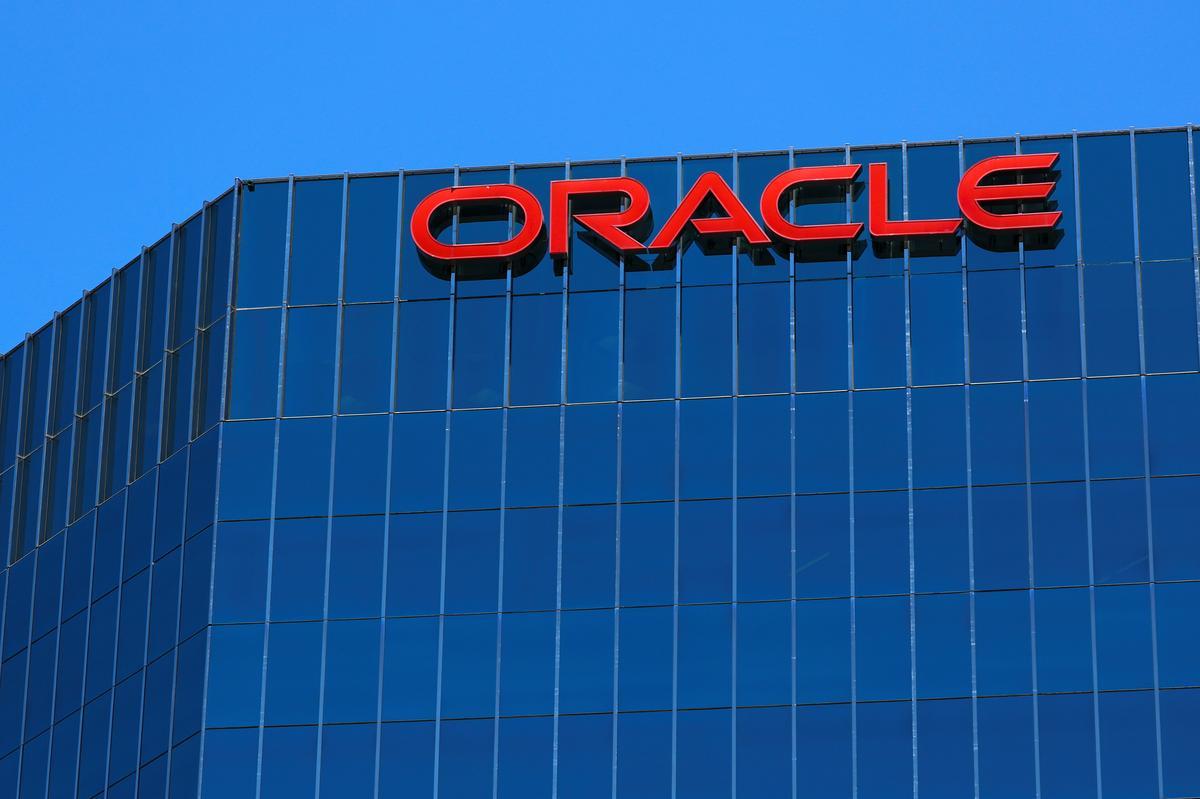 Oracle, VMware stem saam om op wolketegnologie en tegniese ondersteuning te handel