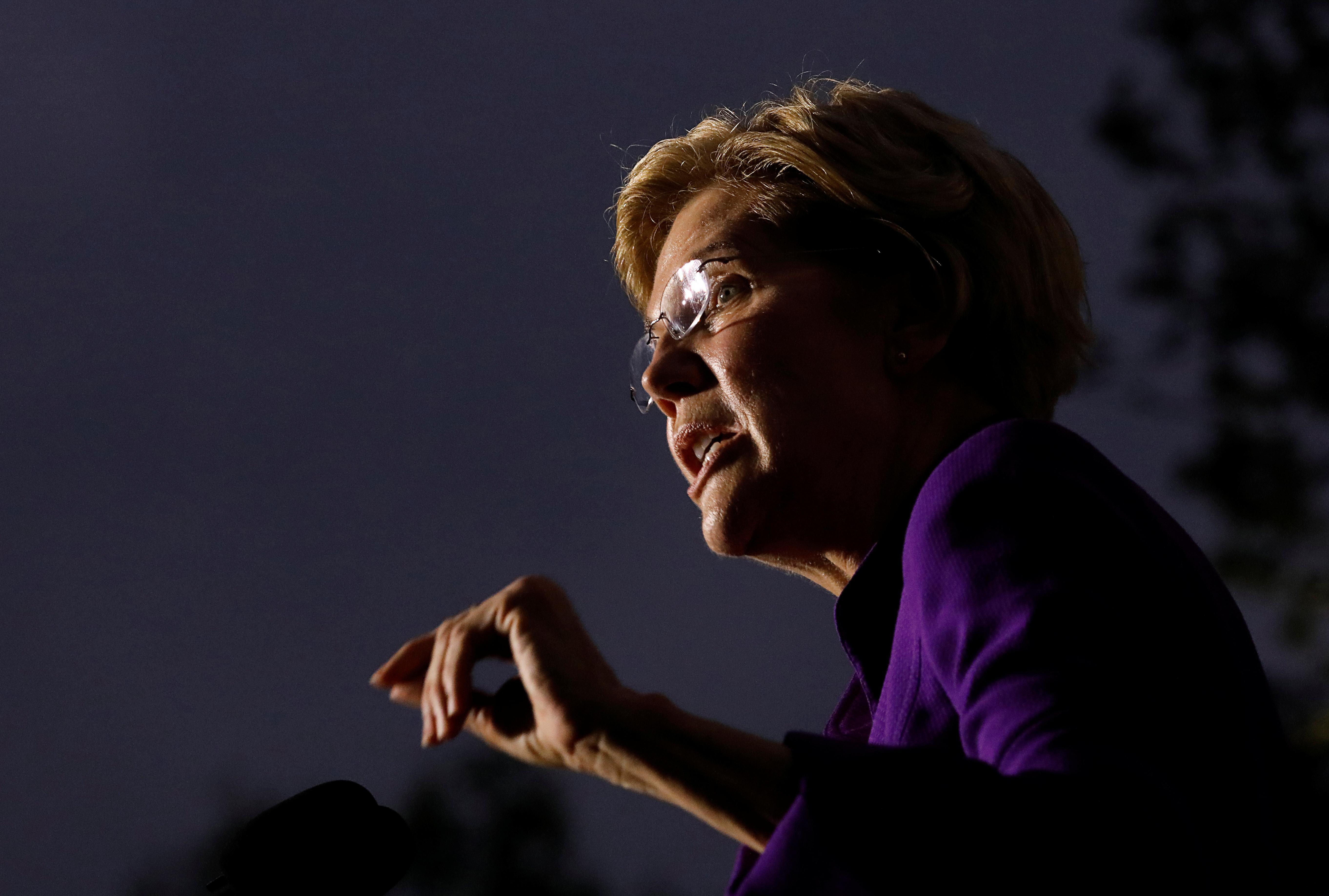 Lutte contre la corruption, l'espoir de la Maison Blanche démocrate, Warren, rassemble des milliers de personnes à New York