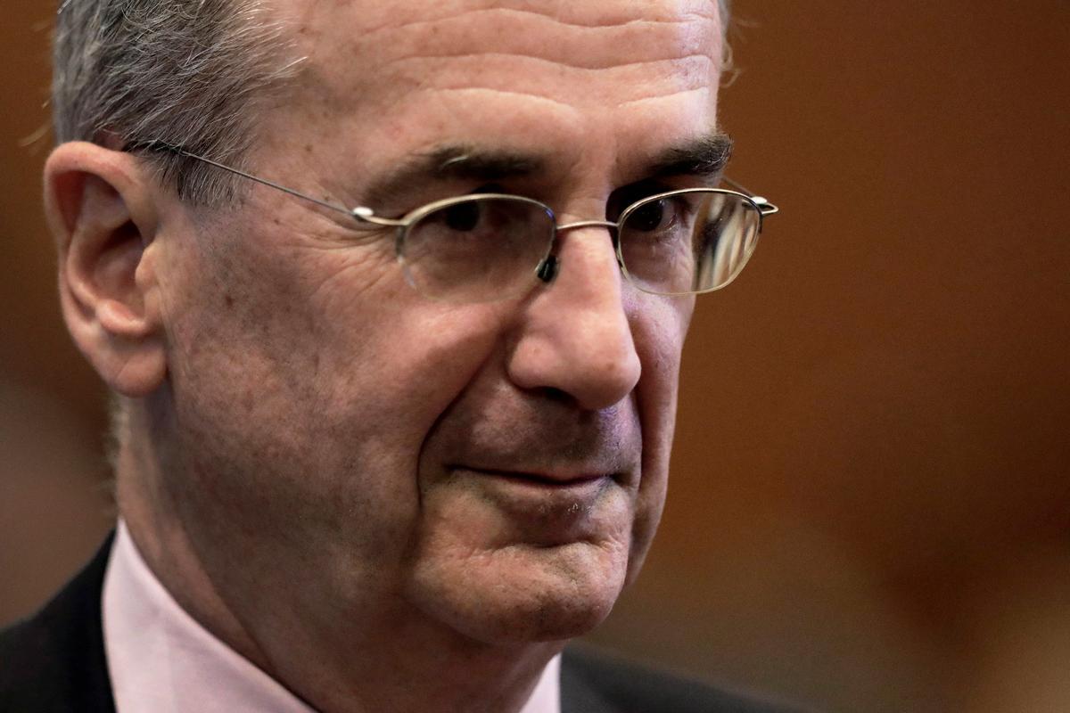 Villeroy van die ECB vertel op Facebook dat Weegskaal hard gekyk word
