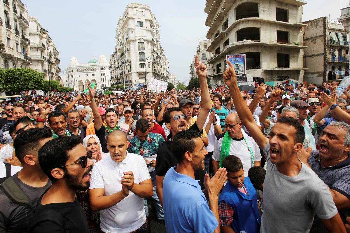 Betogers verwerp die verkiesing van Algerië