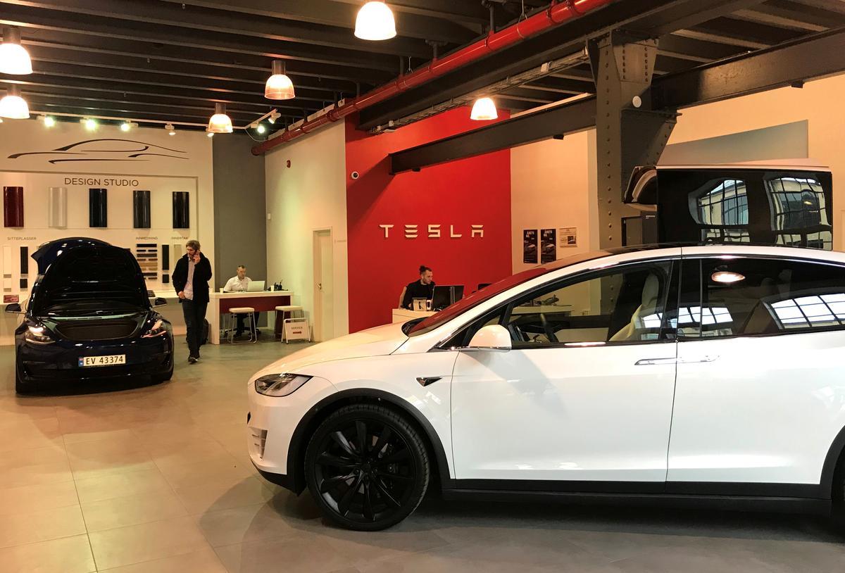 Tesla pak Porsche met die stryd oor Duitsland se moeilikste baan